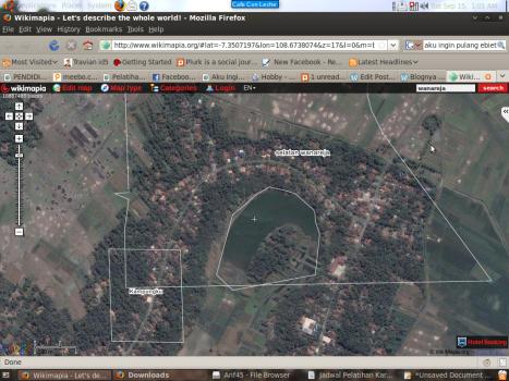 Rumahku itu yang ada tulisan Selatan Wanareja. Kota itu dilewati jalur Selatan dari Bandung ( Kalo Mudik ). Indah kan...?? Depannya ada danau yang lumayan besar.
